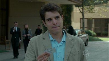 Edgard finge interesse em trabalhar na empresa de Alex para se aproximar do empresário - Engenheiro se aproxima de Estela