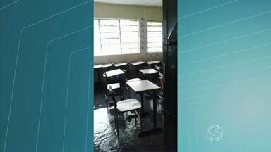 Escola amanhece alagada e alunos são dispensados em Barra Mansa, RJ - Previsão é de que aulas voltem ao normal na terça-feira (7), no Colégio Arthur Chiesse.