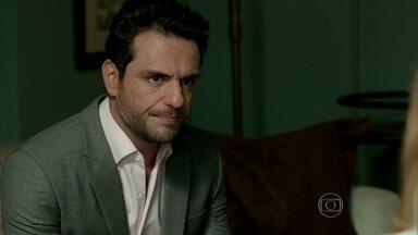 Alex procura aconselhamento psicológico sobre Giovanna - Empresário revela para a terapeuta o que descobriu sobre a filha