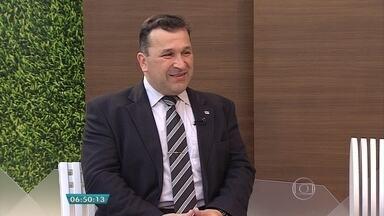 Advogado trabalhista tira dúvidas sobre licença médica - Entrevista ao vivo no estúdio com Carlos Schirmer.