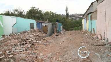 Famílias do bairro Popó deixam área de risco em Bragança Paulista - Mais de 50 famílias deixaram o local.