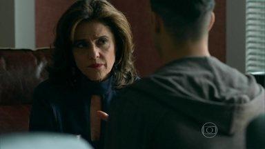 Fanny pede que Visky descubra se Anthony se afastou de Giovanna - Empresária revela suas desconfianças para o booker