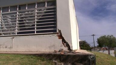 Prefeitura de Sorocaba interdita creche por problemas na estrutura - Pais de alunos de uma creche em Sorocaba estão apreensivos. O prédio do local, que foi interditado, tem problemas na estrutura.