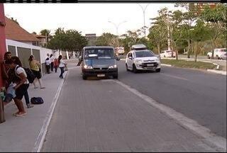 Pontos de ônibus e vans da Estrada da Usina, em Búzios, são reposicionados - Objetivo é melhorar o trânsito na região.