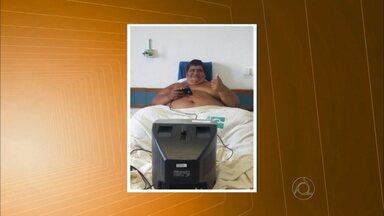 Paraibano que pesa 420 kg está desnutrido, segundo informações do hospital em Recife - Exames de sangue revelam que a taxa de proteína do jovem está muito baixa.
