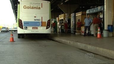 Mulher atropelada em terminal volta para casa com perna amputada - Até o momento ela não teve nenhuma assistência da Metrobus e nem da empresa de ônibus.