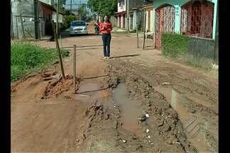 Moradores de conjunto em Icoaraci reclamam de falta de saneamento básico - Ruas estão cheias de mato e lama.