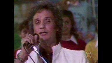 Reveja Roberto Carlos cantando em francês - Em 1982, Fantástico exibiu participação do cantor em programa internacional