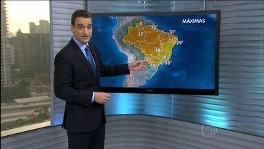 Previsão é de mais chuva para a Região Sul - Uma frente fria que chegou no Rio Grande do Sul aumentou as nuvens de chuva. Agora, ela está em cima de Santa Catarina e Paraná.
