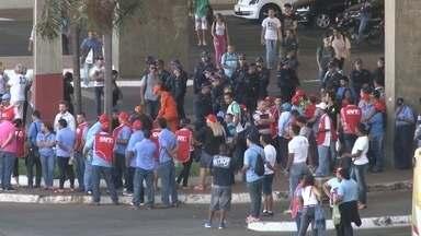 Protesto de motoristas e cobradores causa confusão no centro da capital - O Secretário de Mobilidade disse que essa greve decreta a morte das cooperativas, que enfrentam grave crise financeira.