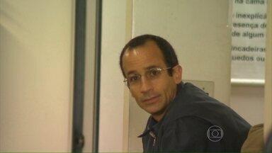Depoimento de Marcelo Odebrecht é adiado - A polícia considerou que a advogada não poderia acompanhar o cliente no depoimento, porque ela faz parte do inquérito. A advogada foi uma das destinatárias do bilhete escrito por Marcelo Odebrecht na prisão.