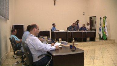 Vereadores votam hoje projeto para reduzir salários em Santo Antônio da Platina - Mais uma vez a população deve comparecer em peso ao legislativo para acompanhar a última votação da emenda.