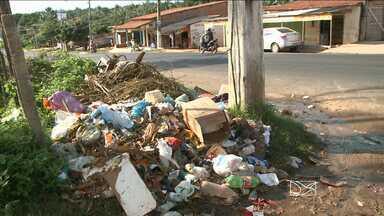 Em São José de Ribamar lixo toma conta da cidade - O serviço de limpeza pública está suspenso, e é tanto lixo nas ruas que, segundo os moradores, até os turistas sumiram.