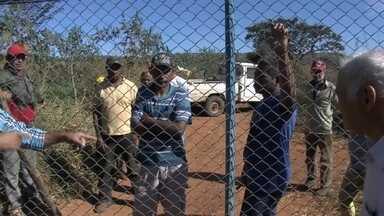 Fazenda é invadida por famílias do MST - Uma fazenda foi invadida por famílias ligadas ao MST. Produtores da região pedem a desocupação.