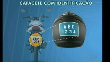 Câmara de Cachoeiro aprova lei que obriga uso de identificação em capacetes, no Sul do ES - Segundo os vereadores, a medida pode diminuir a criminalidade, já que muitas pessoas usam o capacete para esconder o rosto quando cometem crimes.