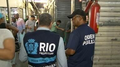 Prefeitura faz mais uma operação no Camelódromo da Uruguaiana - As equipes da Secretaria de Ordem Pública fizeram vistoria em 105 boxes. Foram interditados 36 lojas que foram terceirizadas ou alugadas por outras pessoas, o que não é permitido.