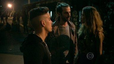 Capítulo de 17/07/2015 - Sam apresenta Roy para Larissa