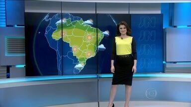 Sul do Brasil vai continuar a sofrer com a chuva - No domingo (19), uma frente fria chega ao Rio Grande do Sul e o mau tempo deve continuar até terça-feira. O centro-sul de Santa Catarina também pode ter pancadas de chuva.