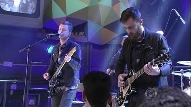 Scalene toca a música 'Tiro Cego' - Bandase apresenta no programa Altas Horas