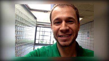 Tiago Leifert relembra primeiro encontro com a esposa - Apresentador respondeu perguntas inusitadas nos bastidores do 'Encontro'
