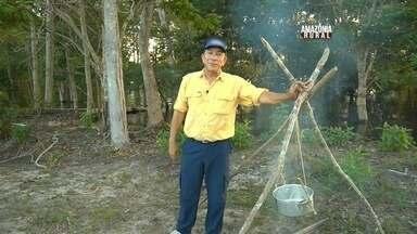 Peca Legal: Zenizir ensina a fazer um tripé durante pescaria - Ferramenta é muito útil para quem precisa cozinhar alimentos na mata.