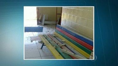 Ladrões invadem escola de educação infantil em Itapecerica da Serra - Os bandidos levaram monitores, computadores, máquinas fotográficas, aparelhos de som e alimentos. Essa foi a terceira vez em menos de uma semana que ladrões invadiram a escola.