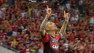 Na primeira partida no Maracanã, Guerrero marca e garante vitória do Flamengo - Com recorde de público, equipe bate Grêmio por 1 a 0.