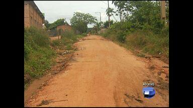 Moradores do bairro Alvorada cobram melhorias em rua para passagem de ônibus - Prefeitura diz que 'Operação Verão' vai priorizar as ruas que são rotas de ônibus.