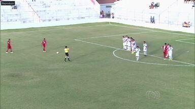 Com golaço de falta, Vila Nova vence o Salgueiro - Lateral Marcelo cobra por baixo da barreira e dá vitória ao Colorado.