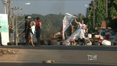 Protestos bloqueiam oito pontos na Região Metropolitana de São Luís - Um deles ocorre na Estrada da Maioba, em São José de Ribamar (MA).Já em São Luís, alvo da reclamação são os diversos buracos em ruas.
