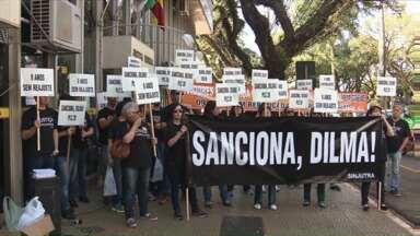 Funcionários da Justiça Federal, Eleitoral e do Trabalho fazem protesto em Maringá - Eles estão em greve há quase dois meses