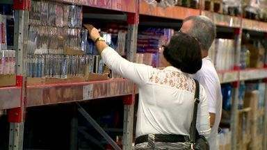 Capixabas compram em estoque para combater inflação, no ES - Muita gente está revendo os hábitos de consumo.