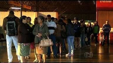 Passageiros de Anápolis ficaram sem ônibus do transporte coletivo no início da manhã - Quando veículos voltaram a circular novamente, saiam do terminal lotados e com vários passageiros em pé.