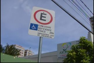 Deficientes têm dificuldade em encontrar vagas de estacionamento em Divinópolis - Cidade tem 37 vagas para deficientes. Valor de multa para infração terá aumento