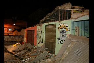Desabamento de telhado deixa pessoas feridas - Acidente ocorreu no conjunto Maguari, em Belém.