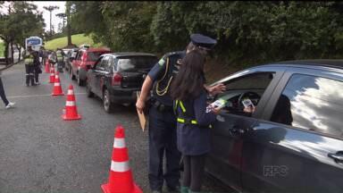 Secretaria de Trânsito e Guarda Mirim realizam fiscalizações em frente à escolas - Secretaria quer conscientizar pais e motoristas sobre a segurança das crianças no trânsito.