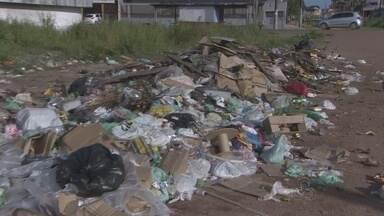 Mesmo com lei que pune quem joga lixo na rua, amapaenses continuam sujando a cidade - Pilhas de lixo espalhadas pela cidade! Essas são as lixeiras viciadas, um problema que parece não ter fim e que não é alimentado só pelos moradores de um bairro. Tem gente que dirige muito só para jogar lixo onde não deve.