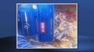 Motorista morre após tombar caminhão na MG-167, em Cambuquira (MG) - Motorista morre após tombar caminhão na MG-167, em Cambuquira (MG)