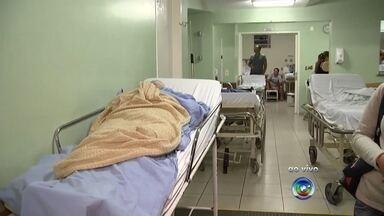 Pacientes da Santa Casa sofrem com lotação nos corredores do hospital - A Santa Casa de Rio Preto (SP) está com lotação nos corredores. O caso já vem sendo mostrado no TEM Notícias nas últimas semanas.