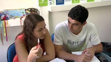 Estudantes aproveitam tempo livre para fazerem cursos nas férias em Juiz de Fora - Aulas de informática e de idiomas têm aumento de procura.Número de matrículas aumenta até 20%.