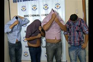 Polícia prende quatro pessoas suspeitas de fazer parte de uma quadrilha de estelionatários - Segundo os investigadores, os homens tinham acabado de sacar R$ 14 mil em uma agência bancária no bairro de São Brás, em Belém.