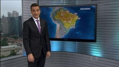 Chuva dá trégua da Região Sul do país - Depois de nove dias de chuva, o céu limpou em quase toda a região. Somente no litoral do Paraná deve ter chover um pouco. O alívio veio do Sistema de Alta Pressão que afasta as nuvens carregadas.