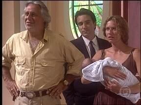 Bruno e Luana chegam em casa - Lia é hostil com Luana e questiona o sumiço de Bruno
