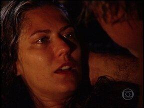 O Rei do Gado - capítulo de sexta-feira, dia 24/07/15, na íntegra - Luana consegue dar à luz com a ajuda de Bruno