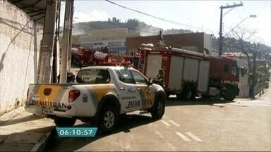 Incêndio atinge fábrica de sabão em Barueri - Como o local estava vazio, ninguém ficou ferido. A perícia irá dizer o que provocou o incêndio.