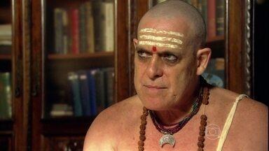 Pandit não prevê coisas boas para Raj - O sacerdote vê tempestades no caminho de Raj. O empresário vai embora preocupado