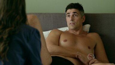 Anthony afirma a Giovanna que precisa reconquistar Fanny - Ele afirma que precisa garantir trabalhos na agência para a amante