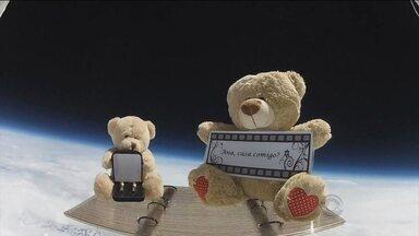 Homem manda balão para o espaço para pedir namorada em casamento - Homem manda balão para o espaço para pedir namorada em casamento