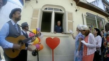 Trovadores Urbanos promovem concurso para comemorar 25 anos de carreira - O vencedor ganha do grupo o privilégio de ter uma serenata em casa. Um júri de paulistanos ilustres elege as janelas mais abertas para a cidade.