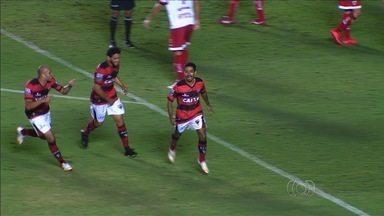 Com gol relâmpago de Juninho, Atlético-GO derrota o CRB - Atacante entra no segundo tempo e leva menos de um minuto para balançar as redes e decretar a segunda vitória seguida da equipe na Série B.